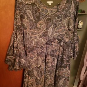 Green dress with Paisley detailing and bell sleeve